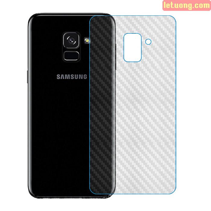 Miếng dán mặt lưng Galaxy A8 2018 vân carbon trong suốt - chống vân tay