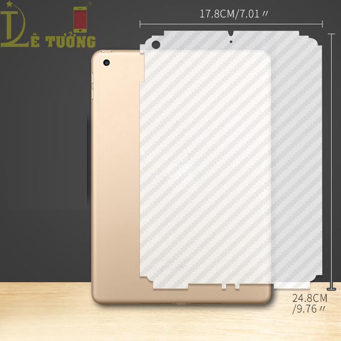 Miếng dán full mặt lưng iPad 9.7 2018 vân Carbon chống vân tay - trong suốt